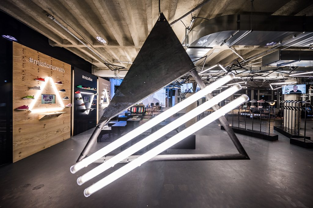 Adidas Originals: Costumize pop-up Studio in Bikini Berlin