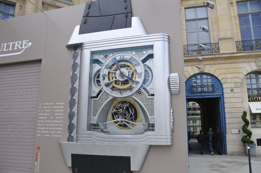 Jaeger LeCoultre giant watch on Place Vendôme