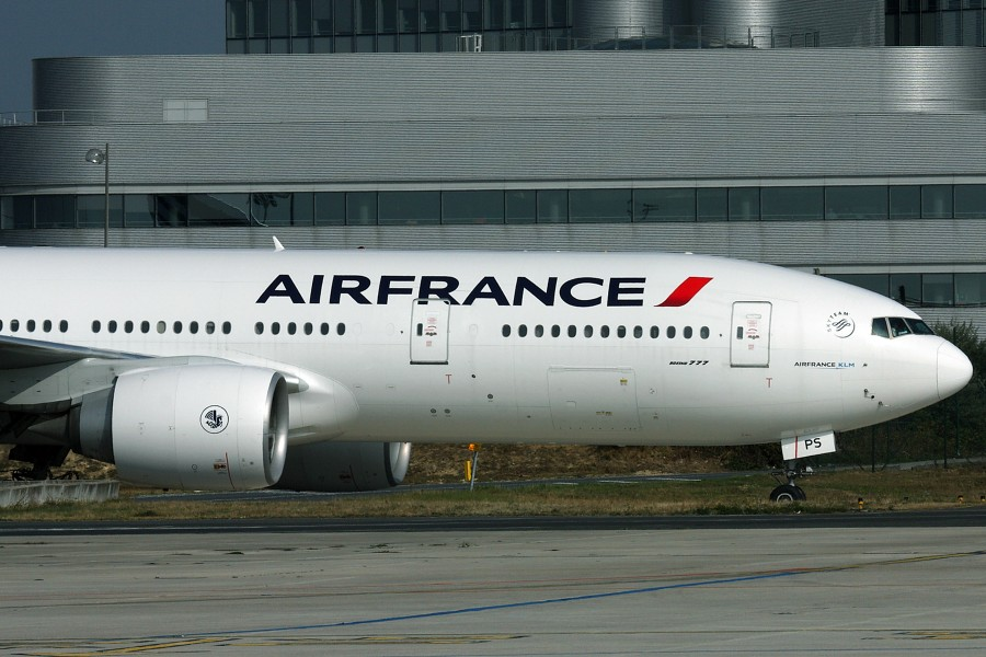 How does Air France – KLM deal with customer's satisfaction?