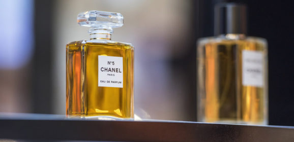 Marketing research : purchase drivers of luxury iconic products
