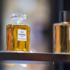Marketingonderzoek: welke factoren zetten aan tot het aankopen van iconische luxeproducten