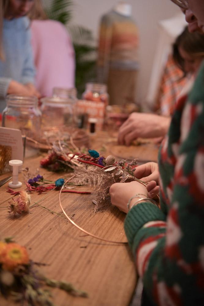 atelier fleurs séchées dans le popup store Zalando