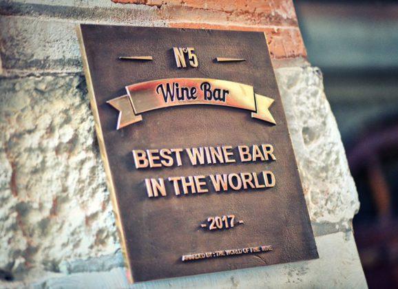 De beste wijnbar ter wereld opent zich voor franchise
