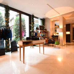 Vestiaire Collective opens popup corner at Mandarin Oriental