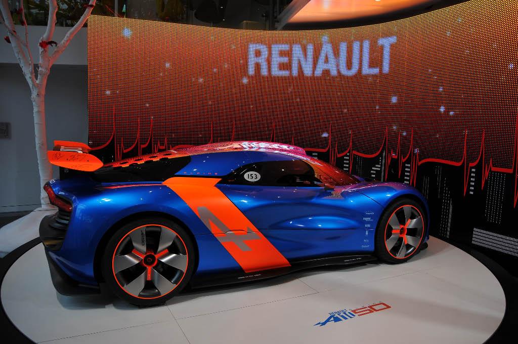 L'invasion des nouvelles technologies dans les flagship stores des marques automobiles