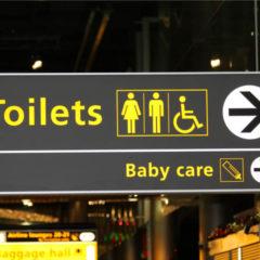 Stratégies de nudge : 5 variantes des fameux urinoirs de Schiphol (Amsterdam)