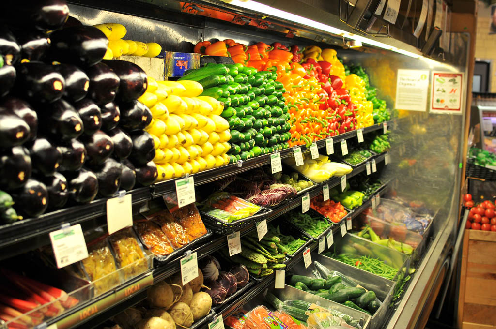 Retail: make it easy for people to buy more, example of A fruits and vegetables shelf at Whole Foods